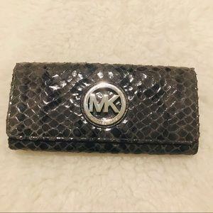 Michael Kors Bifold long wallet with Logo